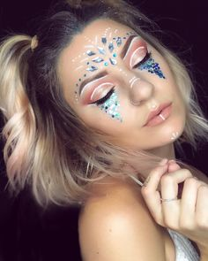 40 Trendy Makeup Looks Dramatic Glitter - Make-Up Festival Make Up, Festival Hair, Festival Style, Festival Looks, Rave Festival, Festival Outfits, Music Festival Makeup, Festival Makeup Glitter, Glitter Party