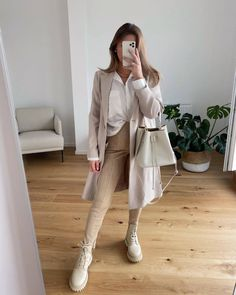 10 Winter Outfits To Spice Up Your Workwear Wardrobe Cold Weather Outfits, Warm Outfits, Mode Outfits, Trendy Outfits, Winter Outfits, Fashion Outfits, Beige Outfit, Outfits Mujer, Autumn Winter Fashion
