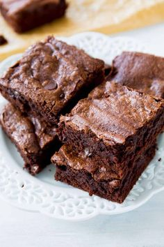 Thick, fudgy, chewy homemade brownies made completely from scratch. You will never make a box mix again!Chewy brownies have a dense structure, but still have a little crumb. Fudgy brownies are dens… 13 Desserts, Delicious Desserts, Dessert Recipes, Yummy Food, Chocolate Brownies, Chocolate Desserts, Fudge Brownies, Chocolate Frosting, Baking Brownies