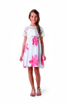 Arty coral-coloured maxi flowers in soft and watercolour tones on this very romantic dress made from viscose voile with voile lining. Pair with the crochet bolero! #catimini #dress #girl #summer #bolero #crochet #kidsfashion