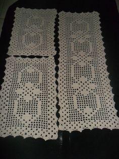 The Snow is Dancing pattern by Darma Bregoli 5 Diy Crafts, Diy Crafts Crochet, Crochet Projects, Crochet Table Runner, Crochet Tablecloth, Crochet Doilies, Filet Crochet Charts, Fillet Crochet, Merian
