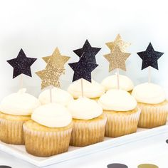 Add some sparkle to your cupcakes with our gold and black glitter Star Toppers. The perfect touch to your New Years Eve party or wedding!⭐︎ Contains 1 dozen, no