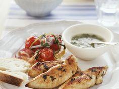 Hähnchenbrust vom Grill mit Kräuterdip ist ein Rezept mit frischen Zutaten aus der Kategorie Hähnchen. Probieren Sie dieses und weitere Rezepte von EAT SMARTER!