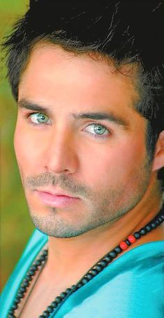 José Ron : des yeux superbes