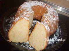 Συνταγή για λαχταριστό νηστίσιμο κέικ από πορτοκάλι  ΥΛΙΚΑ:  • 1 1/2 φλ. αλεύρι που φουσκώνει μόνο του  • 3/4 φλ. ζάχαρη  • 1 κ.γ. σόδα  • 1 πρέζα αλάτι  • 1 φλ. χυμό πορτοκαλιού (φρεσκοστυμμένο)  • 1/3 φλ. σπορέλαιο  • ξύσμα απο 1 Vegan Cake, Vegan Desserts, Vegan Recipes, Loaf Recipes, Greek Recipes, Desert Recipes, Sweet Loaf Recipe, Meals Without Meat, Greek Sweets