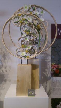 Deco Floral, Floral Design, Modern Flower Arrangements, Stone Crafts, Wooden Decor, Flower Show, Architectural Elements, Ikebana, Flower Wall