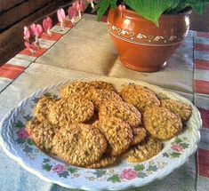 Helpot kaurakeksit 2 Good Food, Yummy Food, Dog Food Recipes, Almond, Muffin, Dining, Breakfast, Sweet, Foods