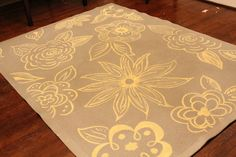Awhile back, Sarah Baltare over at Sarah Wandering posted an awesome rug painting tutorial . Painted Floor Cloths, Painted Rug, Painted Floors, Hand Painted, Fabric Painting, Diy Painting, Stencil Printing, Autumn Painting, Floor Rugs