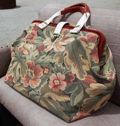 Floral carpet bag, or Mary Poppins bag, in dusty red, sage, and gold with antique brass accents Tote Bags, Tote Handbags, Duffle Bags, Messenger Bags, Mary Poppins, Leather Bags Handmade, Handmade Bags, Estilo Jackie Kennedy, Leather Work Bag