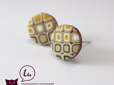 Pixel earstuds in beige, brown and yellow