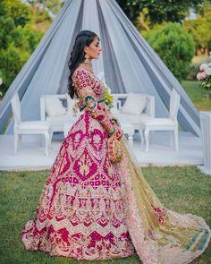 Designer Bridal Lehenga, Bridal Lehenga Choli, Desi Bride, Mehendi Outfits, Bridal Outfits, Bridal Lehngas, Sabyasachi Bride, Green Lehenga, Bridal Looks