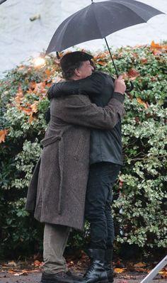 O abraço que todo fã de Fringe gostaria de dar e receber, duas vezes