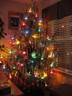 50's Christmas Tree with Bubble Lights and real tinsel - exactly like the ones we had when I was young...