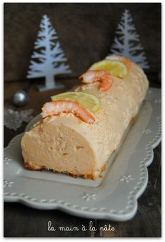 Salmon and shrimp log - Hand in hand - -You can find Shrimp and more on our website.Salmon and shrimp log - Hand in hand - - Best Holiday Appetizers, Holiday Recipes, Foie Gras, Seafood Appetizers, Appetizer Recipes, Salmon And Shrimp, Peach Syrup, Albondigas, Xmas Food