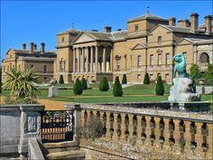 Holkham Hall.  casa de campo construida en el siglo XVIII. Diseño del arquitecto William Kent, con la intervencion de Richard Boyle.
