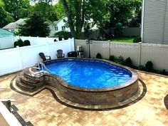 Steps up to pool. No pool deck level with top of pool. Steps up to pool. No pool deck level with top Semi Inground Pools, Oberirdische Pools, Small Inground Pool, Small Backyard Pools, Backyard Pool Landscaping, Backyard Pool Designs, Small Pools, Swimming Pools Backyard, Swimming Pool Designs