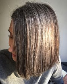 Natural silver hair in sunlight Gray Hair Growing Out, Grow Hair, Grey Hair In 30s, Premature Grey Hair, Hair No More, Grey Hair Inspiration, Natural Hair Styles, Short Hair Styles, Hair Patterns