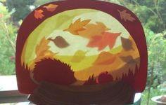 Een toffe manier om hen een kunstwerk over de herfst te laten maken. Je maakt eigenlijk aan de hand van transparant papier een werkje. Hier kunnen leerlingen zelf een beeld van de herfst in de kijker zetten. Door het voor een raam te zetten krijg je een leuk effect. #herfst