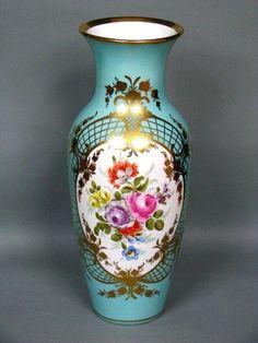 KPM Berlin Boden Vase mit Türkisblauem Fond Blumenbukett um 1870