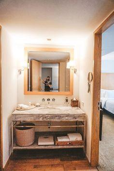 Bangkok | Unser Aufenthalt im lebua at State Tower Hotels In Bangkok, Das Hotel, Tower, Vanity, Mirror, Bathroom, Furniture, Home Decor, Small Shops
