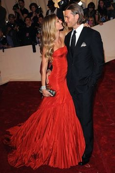 Gisele and Tom - vanity fair best dressed 2013 Gisele Bundchen, Vanity Fair, Celebrity Couples, Celebrity Style, Beautiful Gowns, Beautiful People, Gorgeous Dress, Alexandre Mcqueen, Rio Grande Do Sul