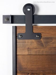 DIY barn door can be your best option when considering cheap materials for setting up a sliding barn door. DIY barn door requires a DIY barn door hardware and a The Doors, Sliding Doors, Interior Barn Doors, Home Interior, Porte Design, Door Design, Diy Barn Door Hardware, Window Hardware, Door Hinges