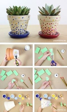 Decorated Flower Pots -painting & using decoupage (sm sq's of paper -or could use dots --want to use paint chip samples as nice paper colors choices). Como pintar macetas de barro lunares how to paint pots Painted Plant Pots, Painted Flower Pots, Painting Terracotta Pots, Painting Clay Pots, Flower Pot Crafts, Clay Pot Crafts, Diy Clay, Flower Pot Art, Decorated Flower Pots