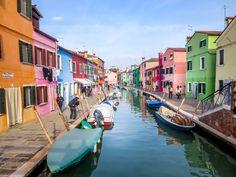 Vous planifiez un séjour à Venise? Ne manquez surtout pas de visiter la magnifique île de Burano. On vous donne toute l'information nécessaire ici.