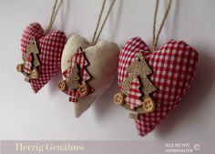 100 Brilliant Projects to Upcycle Leftover Fabric Scraps - Adjourna Christmas Makes, Rustic Christmas, Diy Christmas Ornaments, Homemade Christmas, Xmas Crafts, Christmas Projects, Navidad Diy, Handmade Christmas Decorations, Christmas Sewing