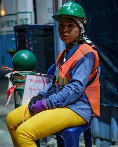 construction worker bangkok  @gassiesworld details people emotion nature diversity little stories momentsarchitecture buildings disorder just simple captures.......If u like it u can follow me thanks.  racial religious philosophical separation .. give me break please. #GassiesWorld #loveforphotography #fotografie #welltravelled #goodLife #walkonthestreets #love_photography #OnTheMove #wanderer #unique #HappyLife #LifeIsWhatYouMakeIt #colorfull #colours #colors #thailand #bangkok #thailife…