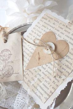Make a vintage pocket for gift cards Valentine Crafts, Christmas Crafts, Valentines, Paper Tags, Heart Cards, Diy Cards, Diy Gifts, Gift Tags, Cardmaking