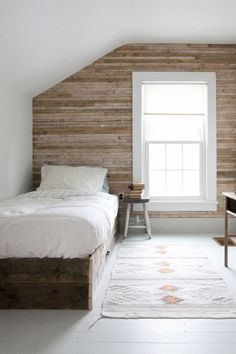 i like the wood wall and the simplicity
