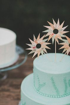 aqua wedding cake with a paper topper - photo by Studio Castillero http://ruffledblog.com/tropical-glam-wedding-in-palm-springs