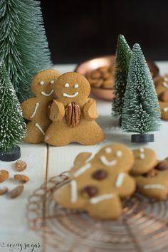 Lebkuchen Männchen (Gingerbread Man) by Icing-Sugar.com Flan Cake, Gingerbread Man Cookies, Gingerbread Men, Home Economics, Diy Presents, Christmas Cooking, Holiday Treats, Vegan Desserts, Biscotti