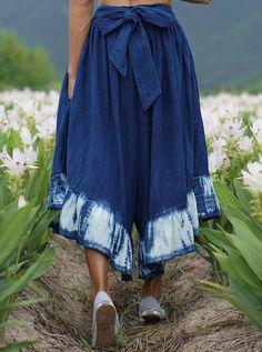 Raksha How To Tie Dye, How To Dye Fabric, Tie Dye Fashion, Diy Fashion, Indian Designer Outfits, Indian Outfits, Batik Mode, Tie Dye Crafts, Shibori Tie Dye