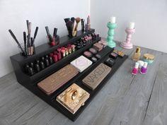 Makeup organizer - magnetic display - Beauty station in black/white - bathroom storage - Rangement maquillage - lipstick organizer