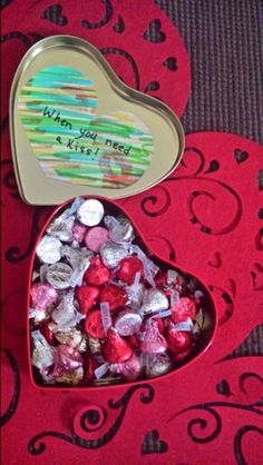 Valentines day gift for him. Hershey's kisses in a tin box,a message on the lid,and your signature:your personal kiss. Diy Birthday Gifts For Him, Surprise Gifts For Him, Diy Gifts For Him, Bf Gifts, Gifts For Your Boyfriend, Valentines Day Gifts For Him Boyfriends, Gift Boyfriend, Valentine Chocolate, Chocolate Gifts