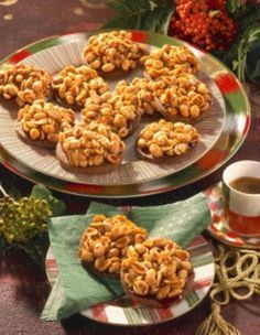The recipe for peanut cookies and other free recipes at LECKER.de The recipe for peanut cookies and other free recipes at LECKER. Peanut Cookie Recipe, Peanut Cookies, Peanut Recipes, Delicious Cookie Recipes, Easy Cookie Recipes, Cake Cookies, Sweet Recipes, Yummy Food, Healthy Recipes