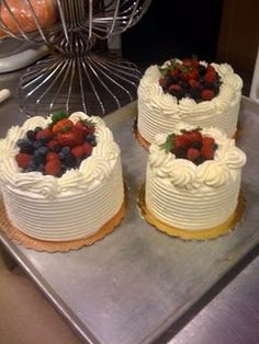Italian Chantilly Cake ( Mock Whole Foods Berry Chantilly Cake ...