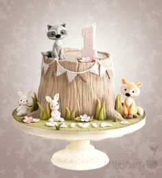 Woodland Animal Tree Stump Cake - Janine Thies - Woodland Animal Tree Stump Cake Woodland animal tree stump cake with fox, raccoon and bunnies - Cake by Little Cherry. This is adorable. Would be ideal for a woodland themed baby shower or birthday party. Baby Cakes, Baby Shower Cakes, Cupcake Cakes, Bunny Cupcakes, Woodland Cake, Woodland Party, Woodland Forest, Tree Stump Cake, Tree Stumps