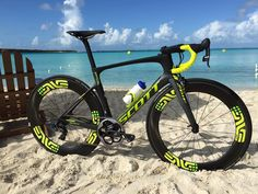 Luke McKenzie's 1x equipped  @islandhousetri race bike is a real looker. #sram1x @islandhousetri @bikeonscott #SRAMroad by sramroad