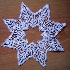 Mi madre es Encajera Fabric Stiffener, Bobbin Lace Patterns, Drawn Thread, Lacemaking, Linens And Lace, Needle Lace, Twinkle Twinkle Little Star, Lace Embroidery, Cutwork