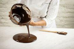 Como temperar chocolate para fazer ovo de Páscoa