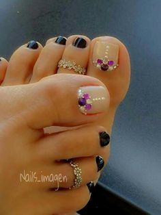 Pretty toe nails, nail art design