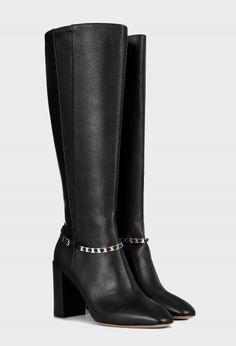 • Цвет: черный, золотистый • Состав: 100% кожа • Застежка: молния • Внутренняя отделка: 100% кожа • Золотистая фурнитура • Подошва: кожа • Каблук: 8,9 см • Производство: Италия • Особенность размерной сетки: размер соответствует стандарту Salvatore Ferragamo, Riding Boots, Presents, Shoes, Fashion, Horse Riding Boots, Gifts, Moda, Zapatos