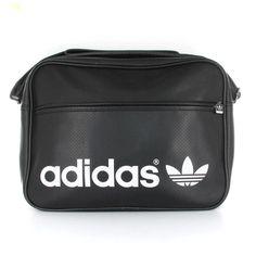 6b89b3fa09 Bolsa de la marca Adidas con asa y cremallera.