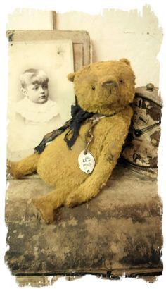 "Image of Old & Worn Dark Gold Bear * 9"" Antique Style Teddy Bear * By Whendi's Bears"