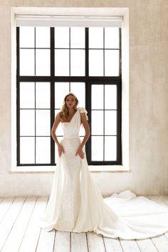 Princess Bridal, Gorgeous Wedding Dress, Dream Wedding, Bride Look, Bridal Wedding Dresses, Dress Backs, Bridal Collection, Marie, Minimalist Gown