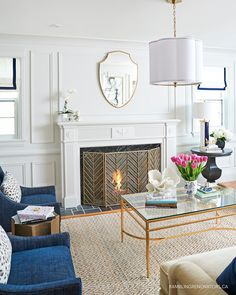 Traditional simple living room design simple home decorating ideas for your living room modern traditional fireplace simple traditional living room decor Living Room Lighting, Living Room Chairs, Living Room Furniture, Dining Room, Living Room Modern, Home Living Room, Living Room Designs, Decoration Bedroom, Decoration Table