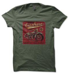 T-Shirt Brooklyn Trashers, New York City Original T shirt original et vintage pour les bikers , un design grunge d'une ancienne moto de 1967. Toujours originaux, les tee shirts HellHead sont d'une trè grnde qualité.